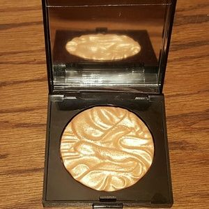 New Laura Mercier Addiction Highlighter!